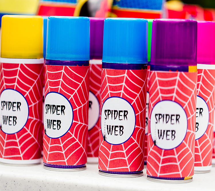 A great idea for a #Superhero Birthday Party is a spider web fight! Lots of fun! Featuring SIMONEmadeit Party Printables https://www.simonemadeit.com/superhero-birthday-party/